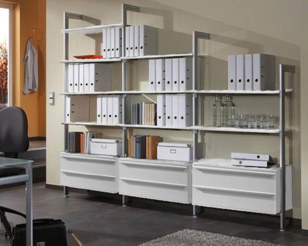 Bürowand FLEX bietet jede Menge Stauraum und hat zeitloses Design